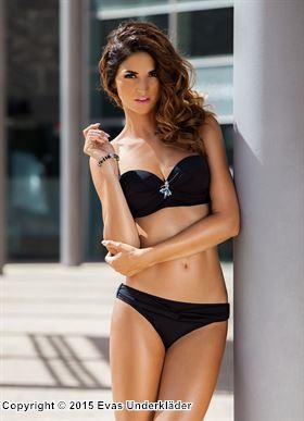 Tvinnad bikini med hängsmycke